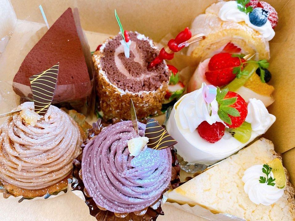 こんにちは先日、お客さまから、とても可愛いケーキの差し入れを頂きましたスタッフで美味しくいただきましたごちそうさまでした(^o^)️