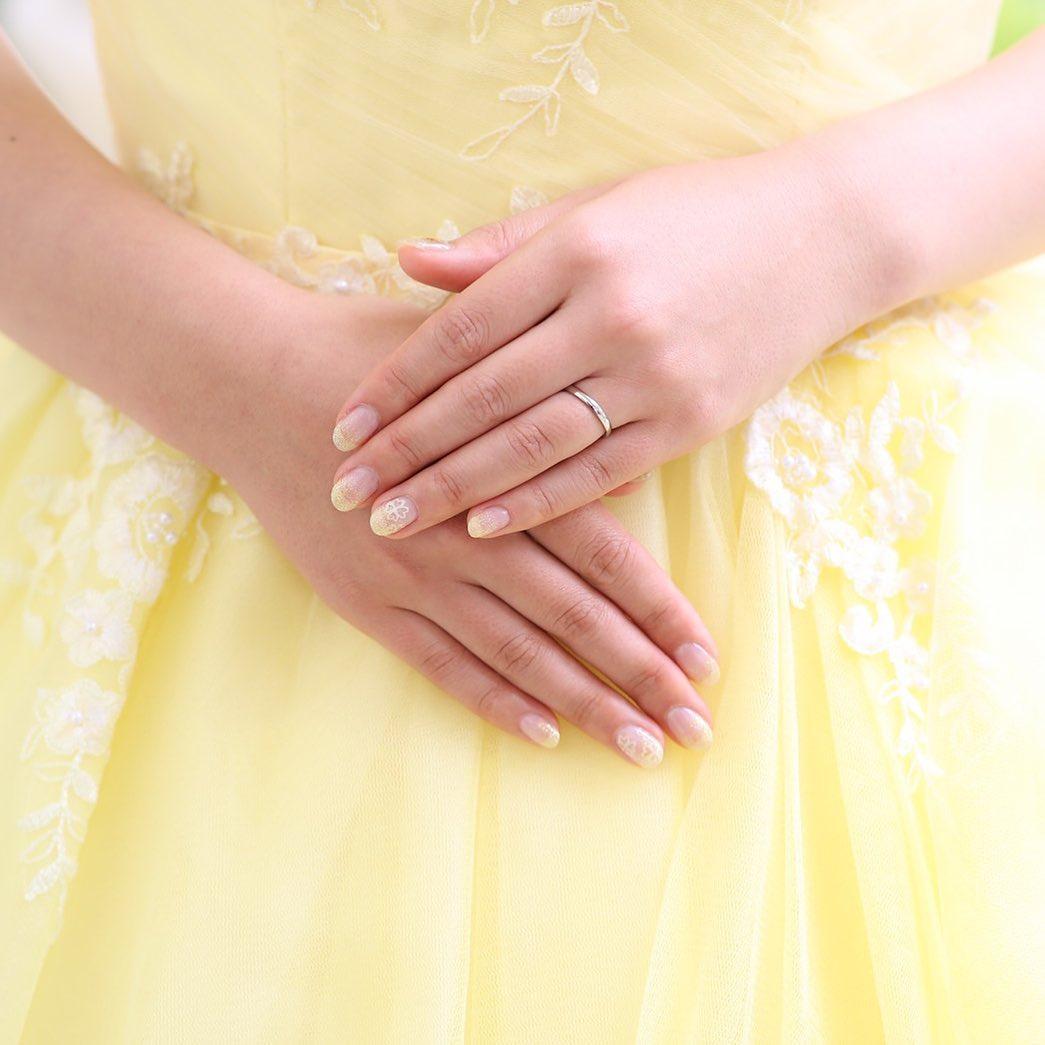 こんにちはスタッフみさきです!先日、ブライダルネイルを担当させて頂きました🏻ドレスのカラーに合わせて可愛い黄色ネイル🧡ありがとうございましたご結婚おめでとうございます\毎月変わる限定ネイル//ご新規様オフ無料!¥5,830¥6,930それぞれ季節に合わせたデザインでお客様一人ひとりに寄り添ってご提案させて頂きます(⁎˃ᴗ˂⁎)爪がペラペラで割れてしまう…ネイルオフでアセトンを使いたくない。ジェルが浮いてきてしまう…こんなお悩みのお持ちの方はぜひLi-Fraに足を運んで下さい🥰ネイル以外にも、まつ毛エクステやまつ毛パーマ、脱毛、エステのメニューがございます気になるメニューがございましたら、お気軽にお問い合わせ下さいTEL→058 215 0780LINE→salonli-fra0802お問い合わせお待ちしております♪使用ジェル@paragel@nycogel @pregelofficial #フィルイン #フィルイン一層残し #マツエク#エステ#オーダーチップ #岐阜ネイル #岐阜ネイルスクール#ブライダルチップ #ブライダルネイル #ベージュネイル #オフィスネイル#シェルネイル#岐阜ネイル #岐阜ネイルサロン#自爪育成  #お爪に優しい #お爪に優しいネイルサロン #パラジェル #パラジェル登録サロン #ネイルブック #まつげ育成 #まつげ美容液 #エグータム #岐阜脱毛 #岐阜脱毛サロン #高速脱毛